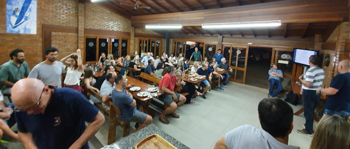 Flotilha de Soling comemora o vice-campeonato de Nelson Ilha, Manfredo Florickë e Gustavo Ilha